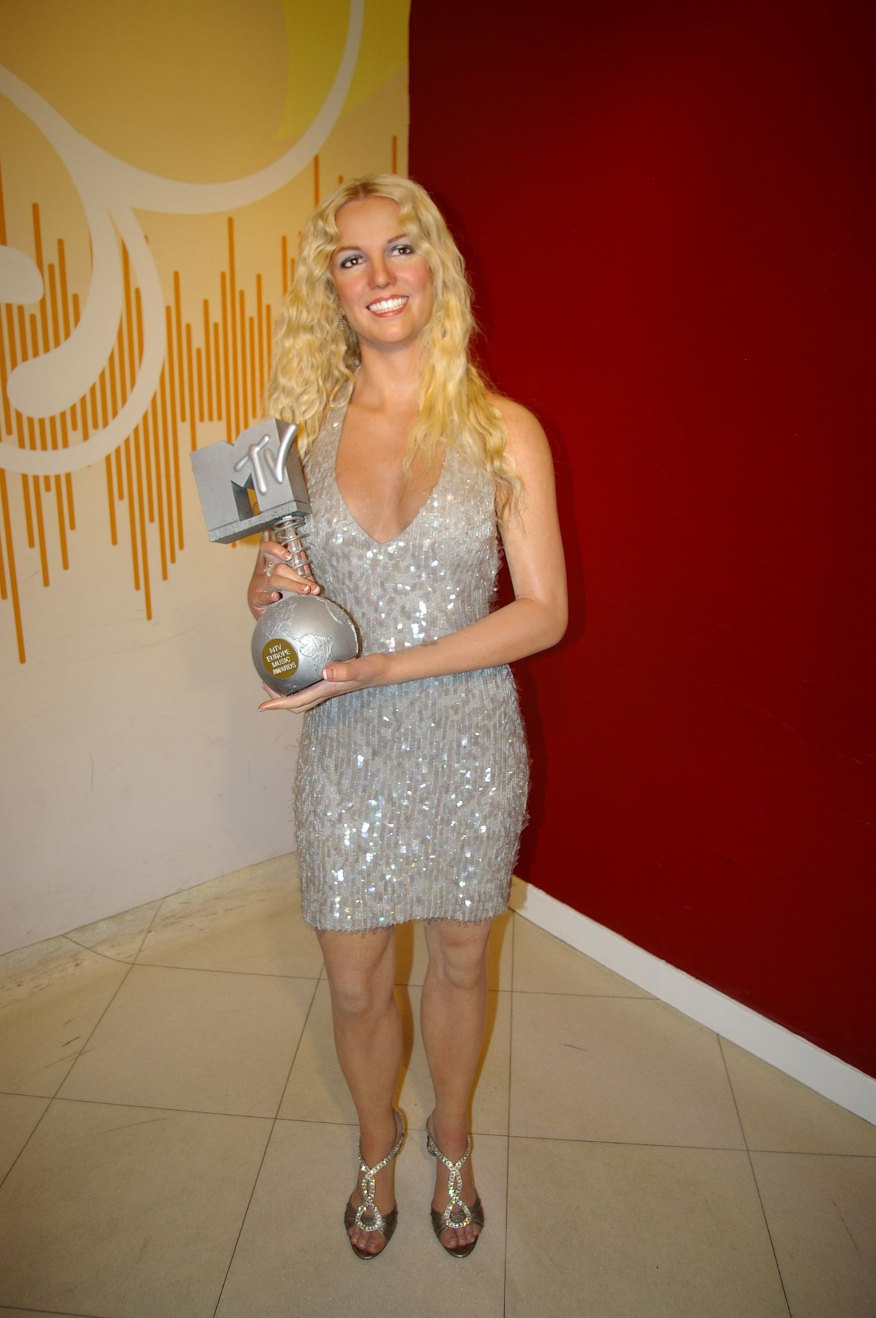 britney spears statue